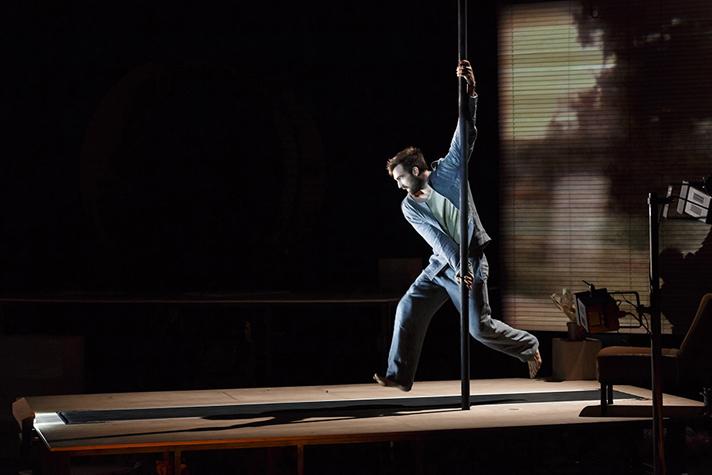 A BAS BRUITCompagnie les Mains les Pieds et la Tête Aussiconception  et mise en scène Mathurin Bolze